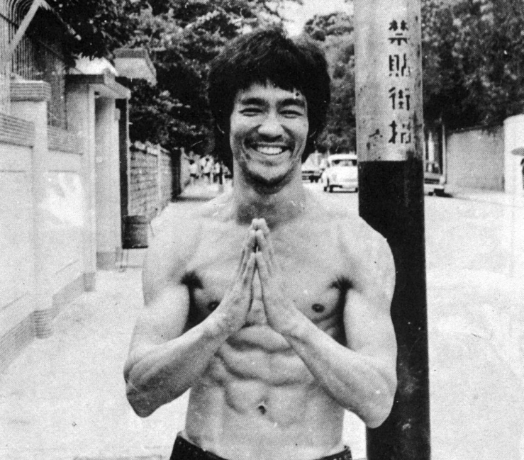 bruce-lee-happy