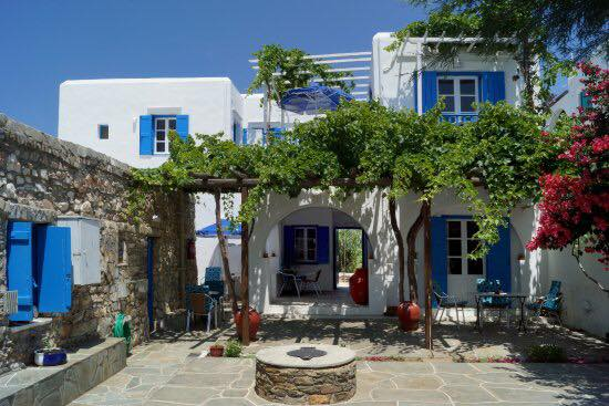 sifnos-grece-yoga-retreat-sophie-tunnicliffe-laurence-gay-july-2018